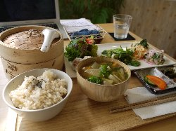 野菜中心の食事画像